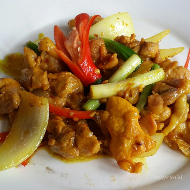 Sauteed Chicken in Tamarind Temple Club
