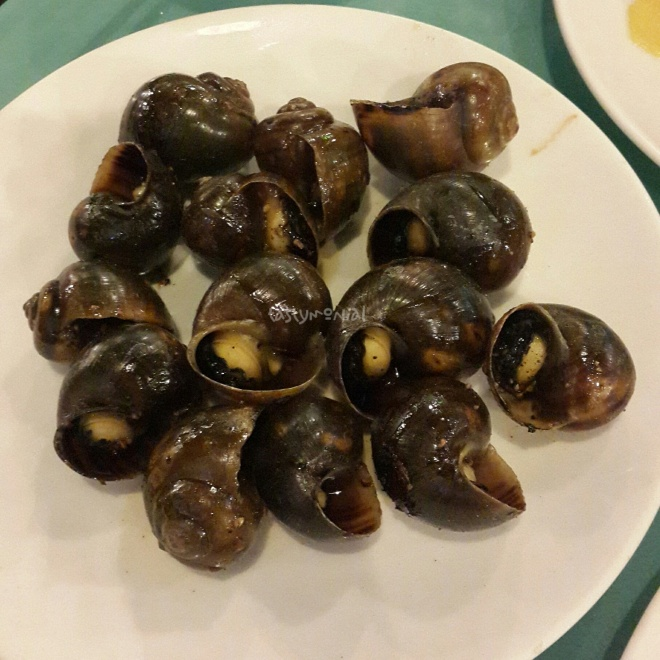 Medium-sized Escargot grilled with black pepper
