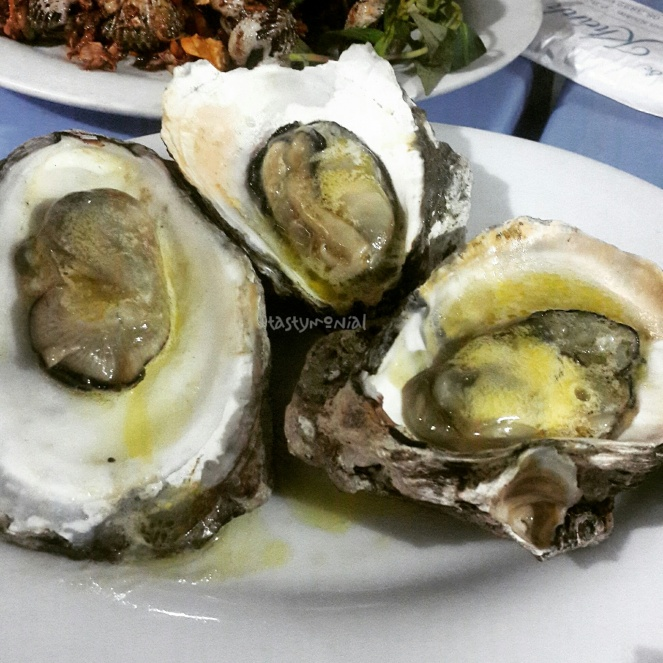 quan oc khanh oyster with garlic and butter
