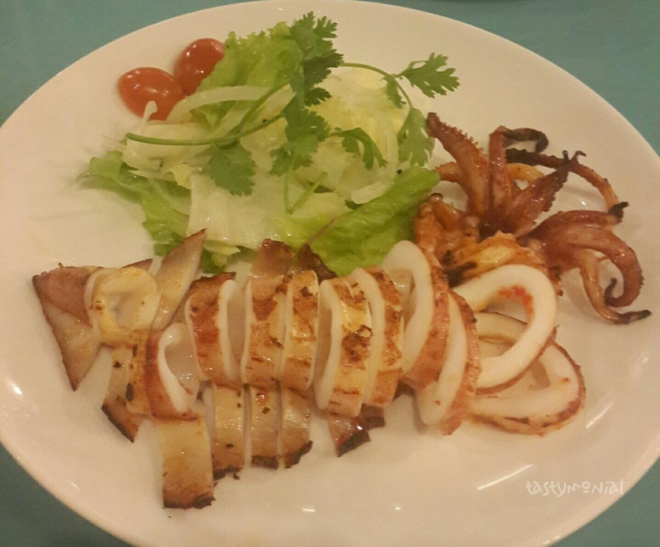 Grilled squid with salt & chili (135.000 vnd)