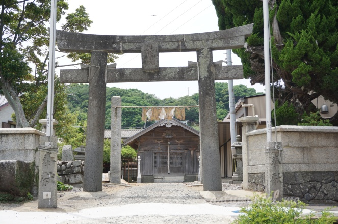 Small shrine in Ainoshima
