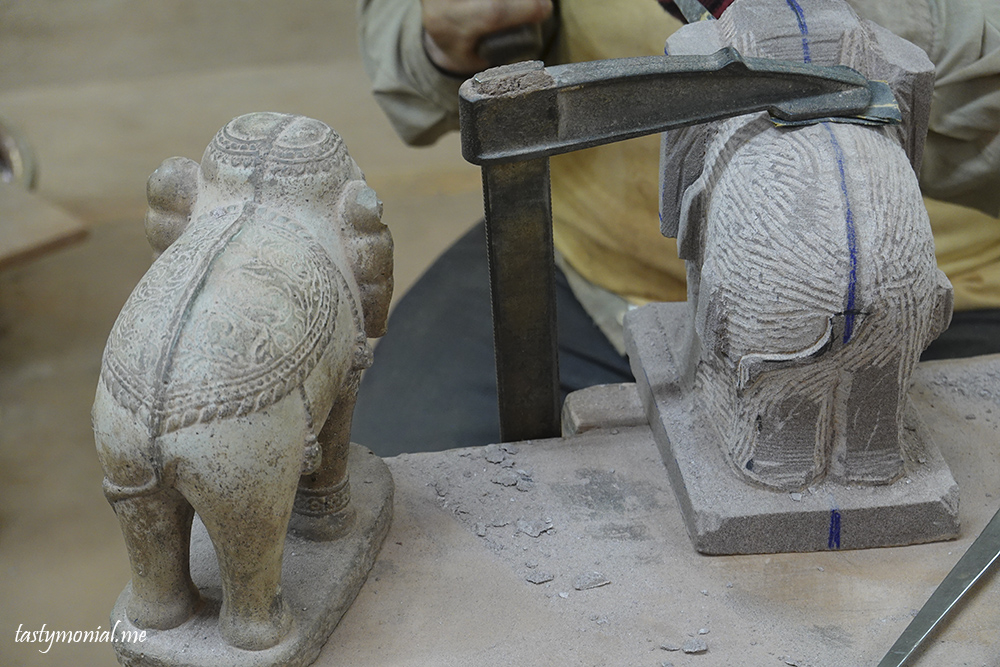Elephant stone carving artisan d'angkor siem reap cambodia