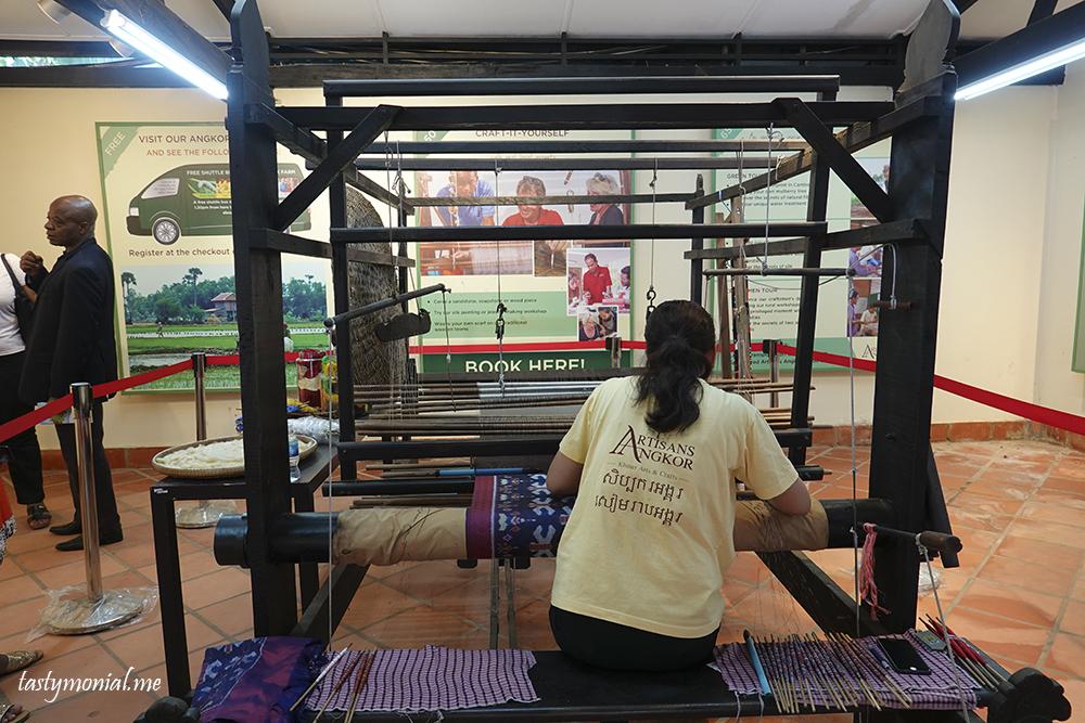 silk weaving artisan d'angkor cambodia