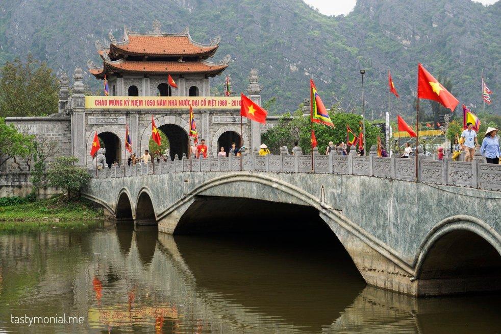 ninh binh old town vietnam entrance